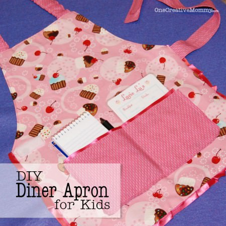 DIY Reversible Kids Waitress Apron Tutorial {OneCreativeMommy.com} Add this to your kitchen set for hours of waitressing fun!