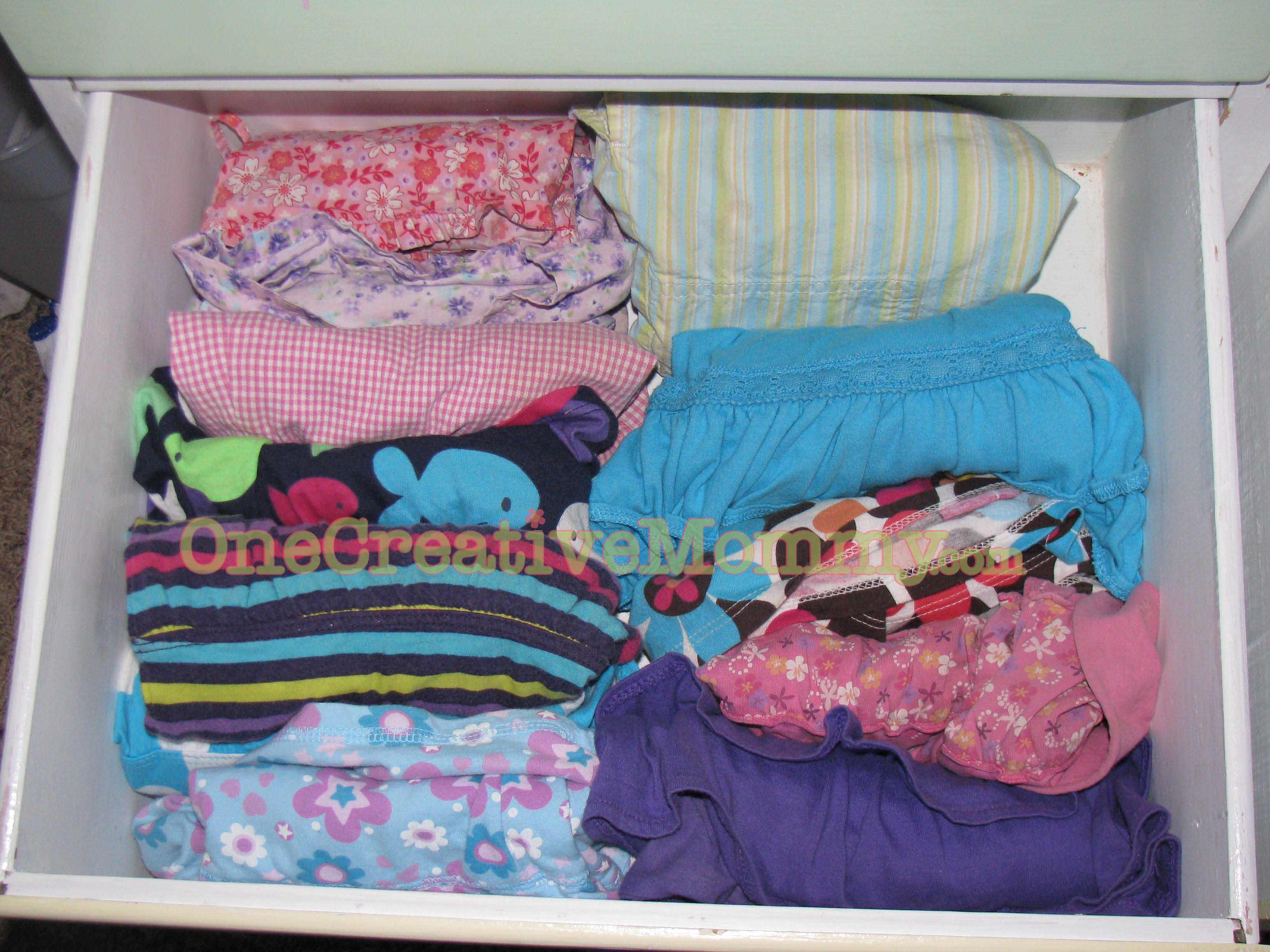organize me 1 organizing kids clothes and drawers. Black Bedroom Furniture Sets. Home Design Ideas