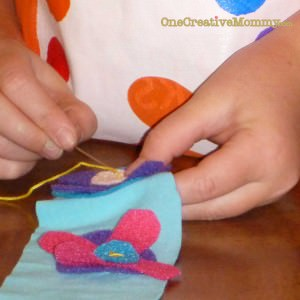 Easy Flowered Headband Tutorial {Old T-shirt, felt scraps, elastic and buttons} Kids Can Make It! #craft#headband