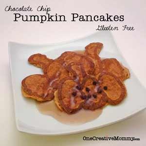Pumpkin Shape Pancakes {OneCreativeMommy.com} #Halloween #pancakes