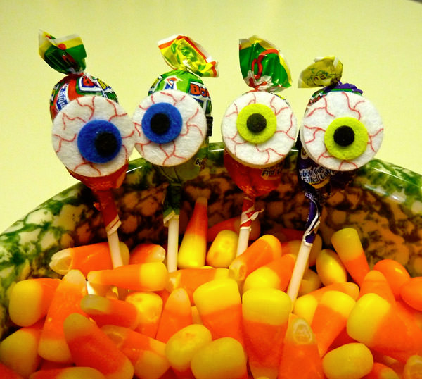 10 Monstrously Fun Projects Perfect for Halloween! {OneCreativeMommy.com} See the original on Make it Easy Crafts
