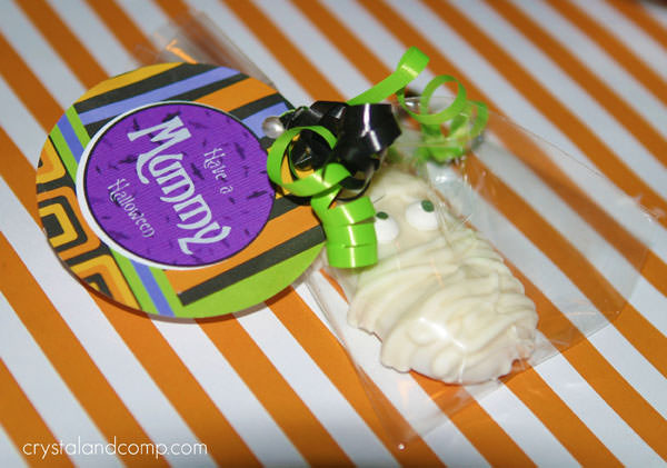 Halloween Mummy Crafts on OneCreativeMommy.com {Find the full project on Crystal & Co.}