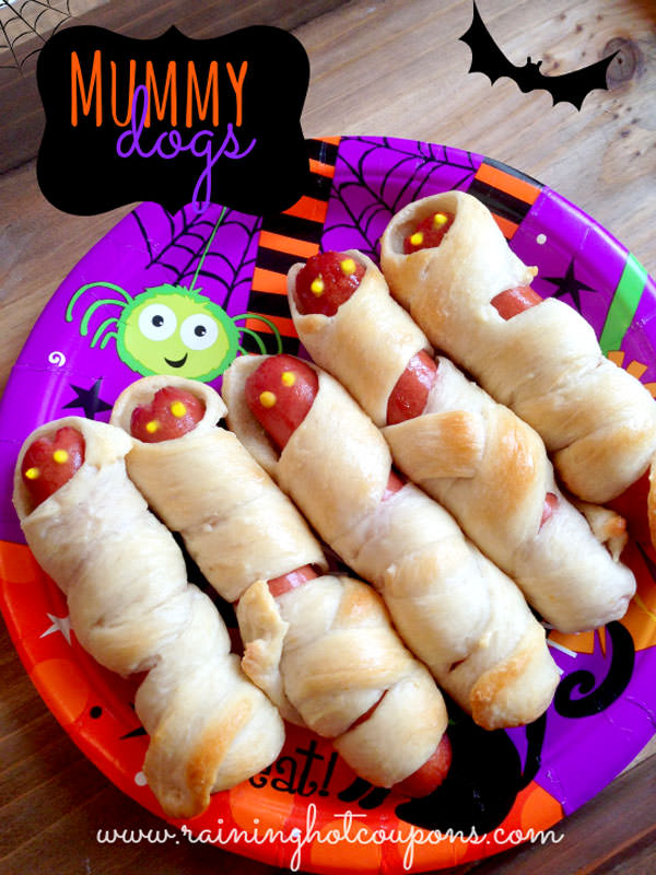 Halloween Mummy Crafts on OneCreativeMommy.com {Find the full project on Raining Hot Coupons}