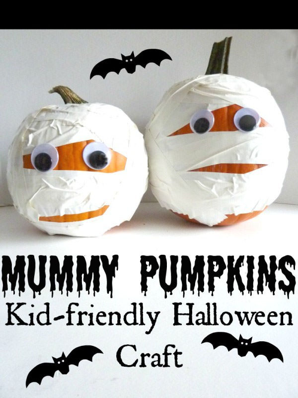 Halloween Mummy Crafts on OneCreativeMommy.com {Find the full project on  That's What Che Said}