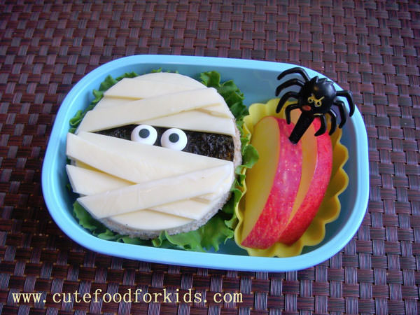 Halloween Mummy Crafts on OneCreativeMommy.com {Find the full project on Cute Food for Kids}