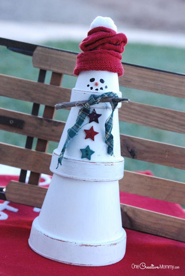 Quick and Easy Terra Cotta Snowman Craft from OneCreativeMommy.com {Christmas Decor and Craft}