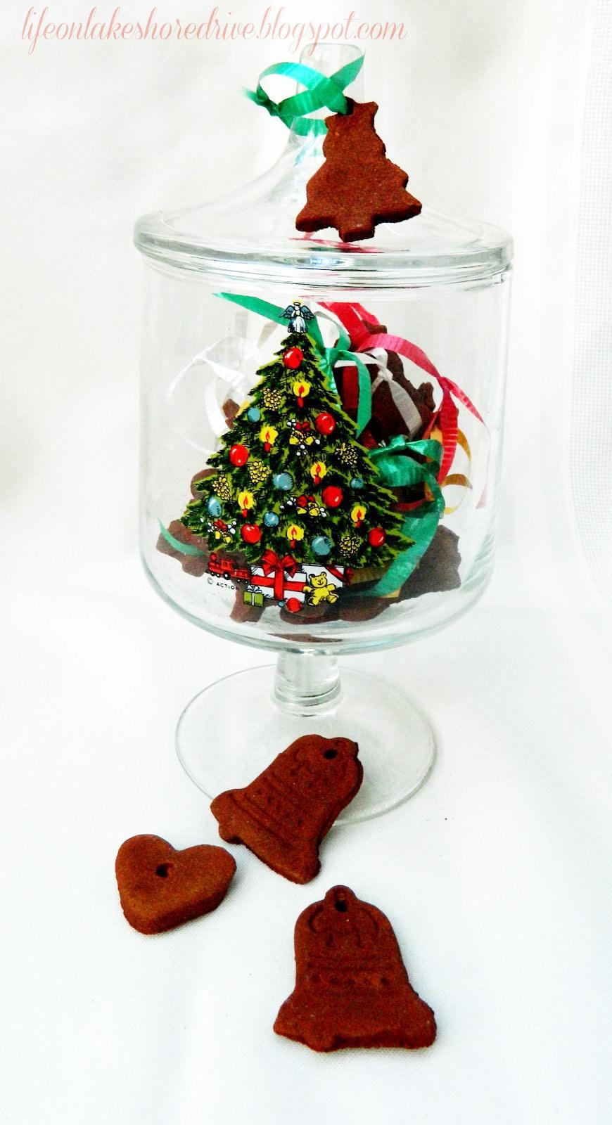 12 Days of Christmas Day 8 {Cinnamon Applesauce Ornaments}