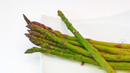 Roasted Asparagus with Garlic and Balsamic Vinegar from OneCreativeMommy 4