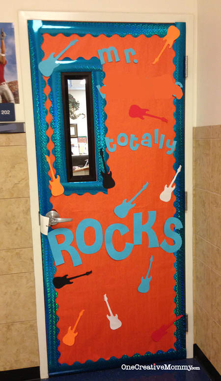 25 Teacher Appreciation Door Ideas from OneCreativeMommy.com {My Teacher Rocks!}