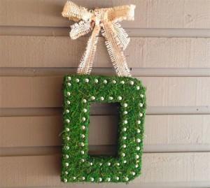 DIY Moss Monogram Wreath from Dolen Diaries
