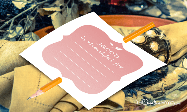 Editable personalized  Thanksgiving place cards -- Guests list things they are thankful for {OneCreativeMommy.com} Free printable #thanksgiving #thanksgivingtableideas