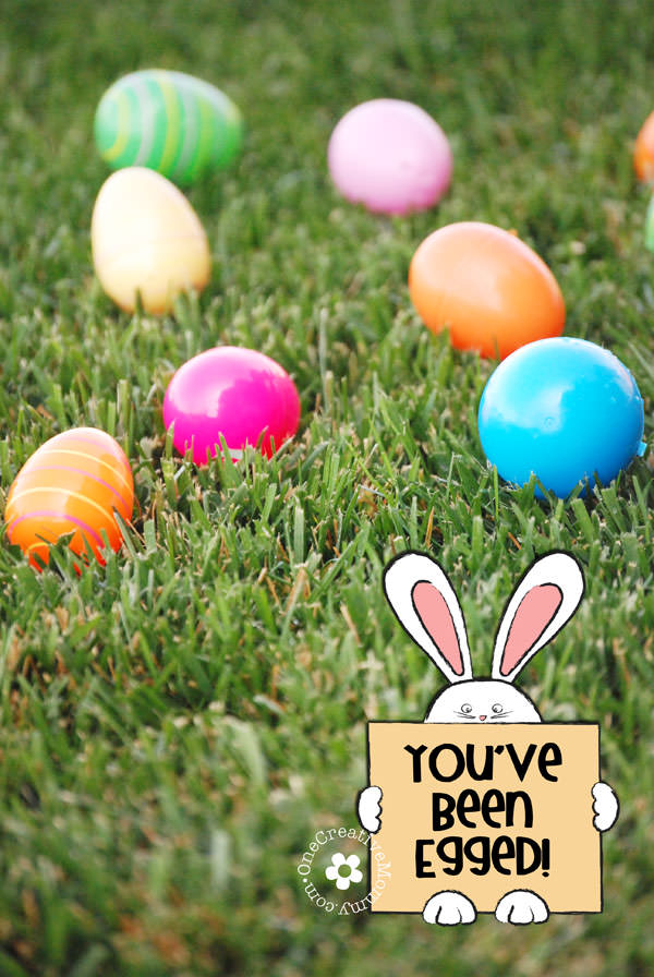 "Easter ""Egg"" Your Neighbors with this fun neighborhood Easter Activity! -- You've Been Egged! {Free Printables on OneCreativeMommy.com}"