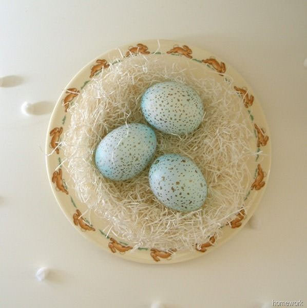 Dyed and Speckled Easter Eggs from Carolyn's Homework {Unique Easter Decorating Ideas from OneCreativeMommy.com}