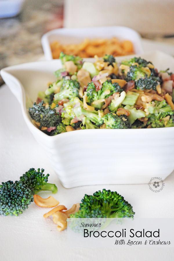 Parfait pour l'été! Salade de brocoli au bacon et aux noix de cajou {OneCreativeMommy.com} #broccolisalad #glutenfree