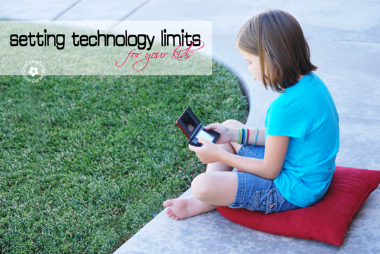 Setting Technology Limits for Kids -- Kids spending too much time gaming this summer? Help them choose other options by limiting their time with technology {How-To Tips from OneCreativeMommy.com} #activeparenting