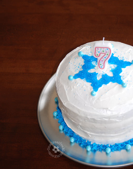 Easiest Ever Disney Frozen Birthday Cake! {OneCreativeMommy.com} #birthdaycakes #frozenparty #frozen