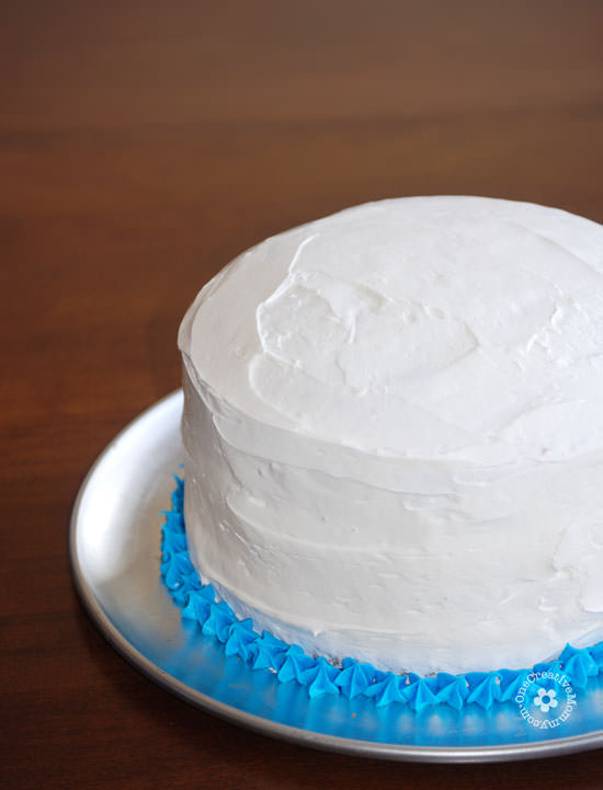 Easiest Ever Disney Frozen Birthday Cake! {OneCreativeMommy.com} Process Step 1 #frozenparty #birthdaycakes #frozen