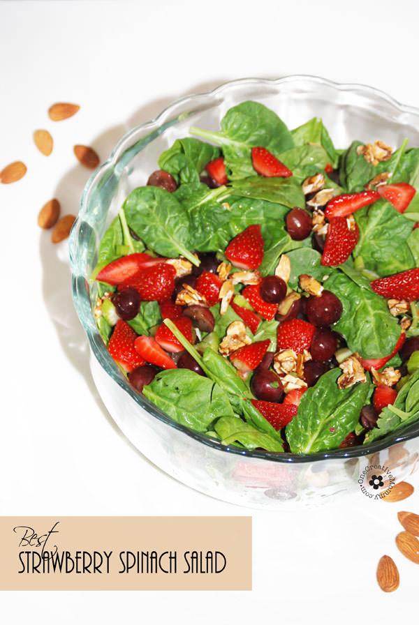 Salade d'épinards aux fraises primée avec vinaigrette aux graines de pavot et amandes sucrées {OneCreativeMommy.com}