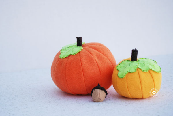 If you love making felt food, these pumpkins are a perfect pattern to try for Fall! {OneCreativeMommy.com} Should I use it for decor or let the kids play with it?