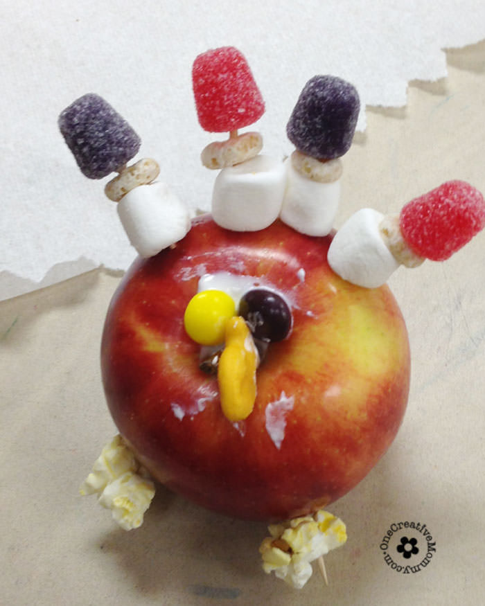 Easy Thanksgiving Snack & Kids Craft {This apple turkey is perfect for home, preschool, or a class party!} OneCreativeMommy.com