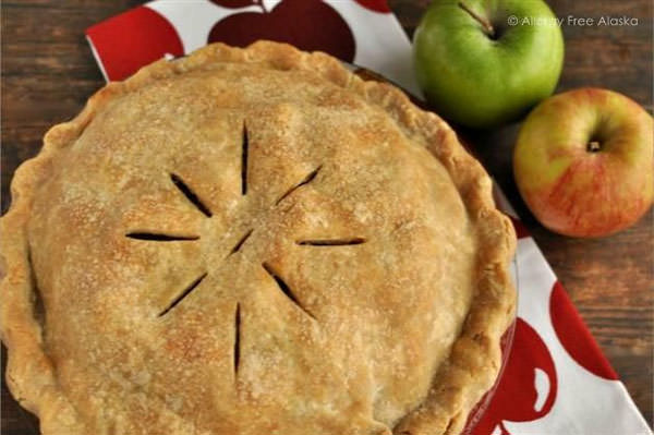 The Best Gluten Free Flaky Pie Crust from Allergy Free Alaska {25 Thanksgiving Dessert Recipes from OneCreativeMommy.com}