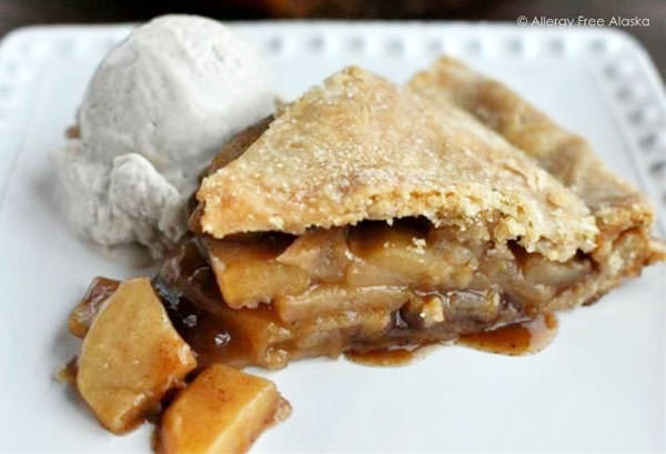 Mom's Amazing Gluten Free & Vegan Apple Pie from Allergy Free Alaska {25 Thanksgiving Dessert Recipes from OneCreativeMommy.com}