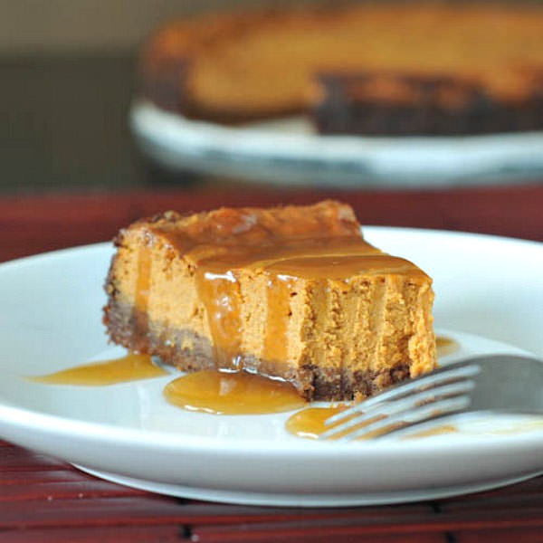 Maple Cream Pumpkin Cheesecake with Gingersnap Crust from Spabetty {25 Thanksgiving Dessert Recipes from OneCreativeMommy.com}