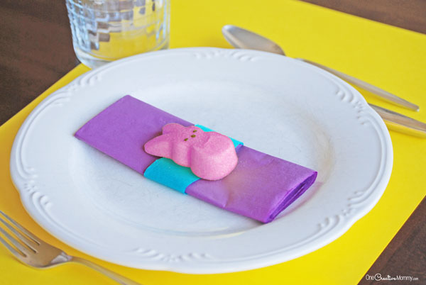 Easy Easter Table Place Settings with Peeps - onecreativemommy.com