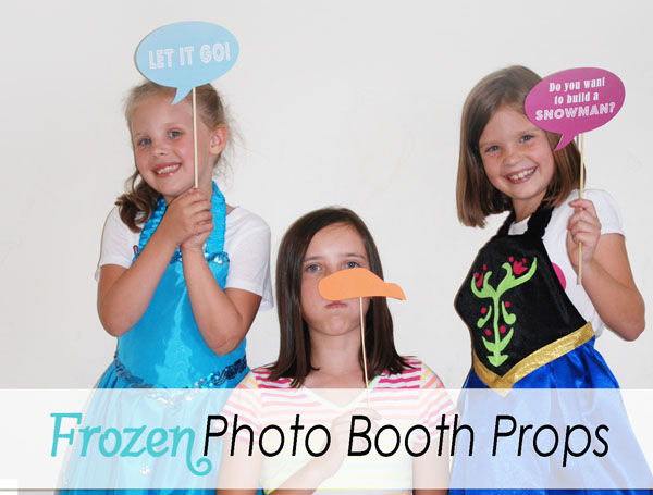 Frozen Photo Booth Props {Free Printables from OneCreativeMommy.com} Perfect for a Frozen Party!