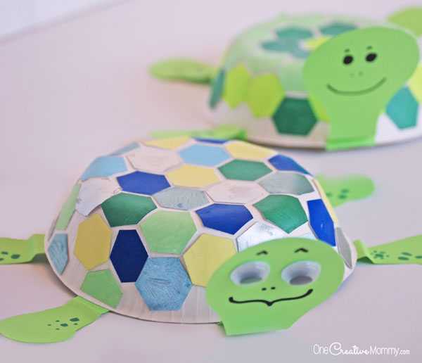 Mosaic Turtle Craft for Kids: Kid Tested Fun! {Check out the tutorial for these cute turtles on OneCreativeMommy.com}