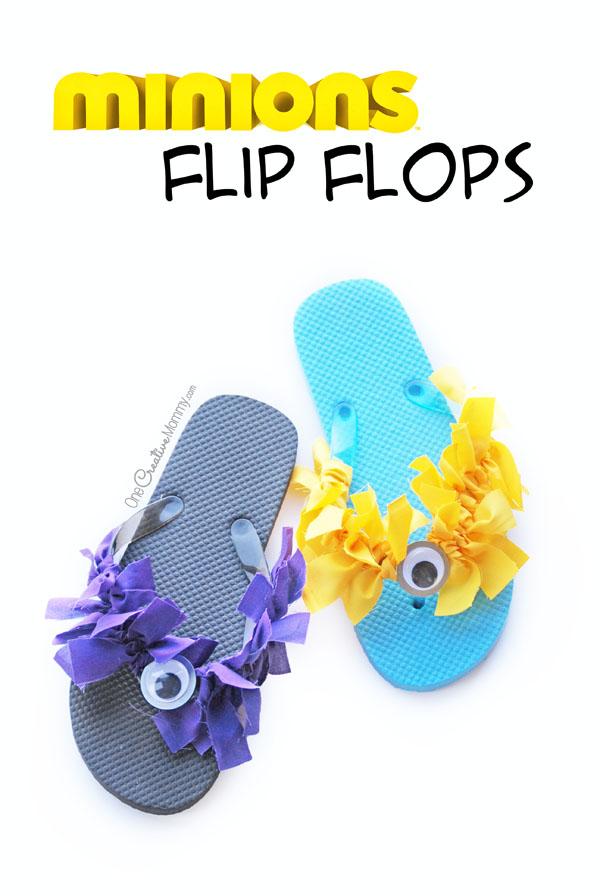 Éliminez l'ennui d'été avec les adorables tongs Minion! Ils sont parfaits pour une fête d'anniversaire Minion ou pour un bricolage amusant. Fabrique des minions violets, jaunes ou un de chaque! {OneCreativeMommy.com}