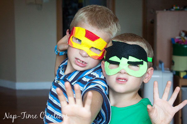 These felt superhero masks would be so fun for dress up or Halloween! {Nap-time Creations via OneCreativeMommy.com} DIY Halloween Costumes for Kids
