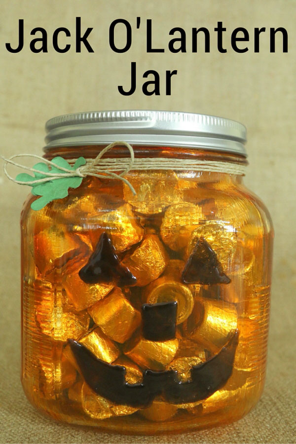 Jack O-Lantern Jar | Easy and Fun Halloween craft and decor idea from The Crafty Blogstalker {OneCreativeMommy.com} Spooktastic September