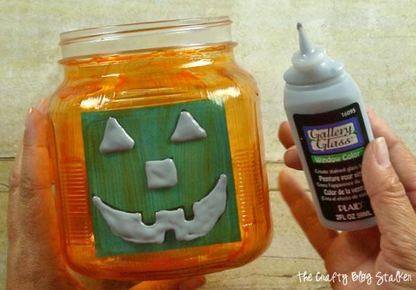 Jack O-Lantern Jar | Easy and Fun Halloween craft and decor idea from The Crafty Blogstalker {OneCreativeMommy.com} Spooktastic September