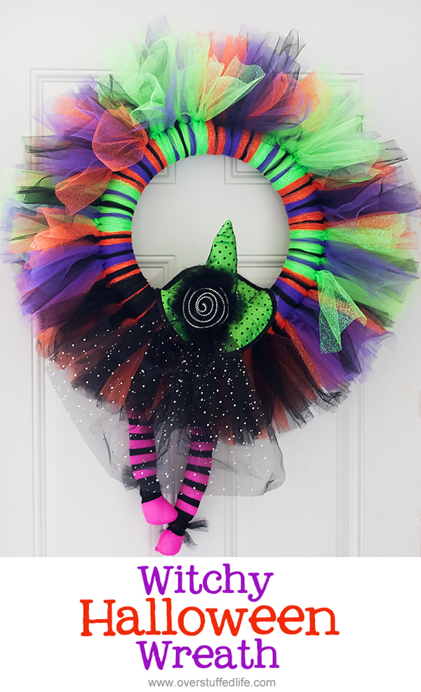 Cute and easy witchy Halloween wreath {by Lara at Overstuffed on OneCreativeMommy.com} Love this cheerful idea for Halloween decor!