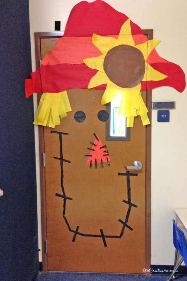 Scarecrow Door Idea | Quick and Easy Halloween Classroom Door Decorations {OneCreativeMommy.com}