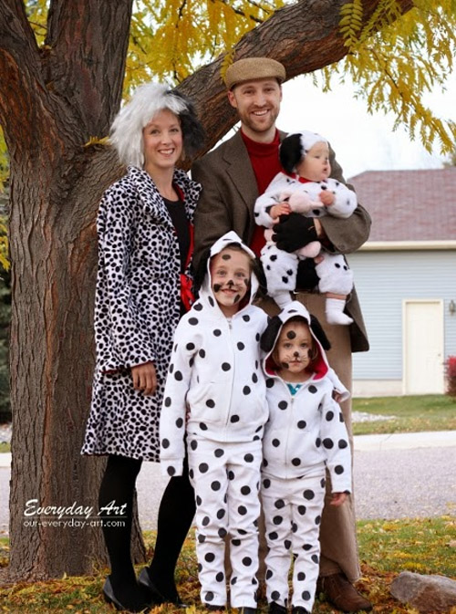 Such a cute 101 Dalmations costume idea featured on OneCreativeMommy.com's Family Halloween Costume Roundup!