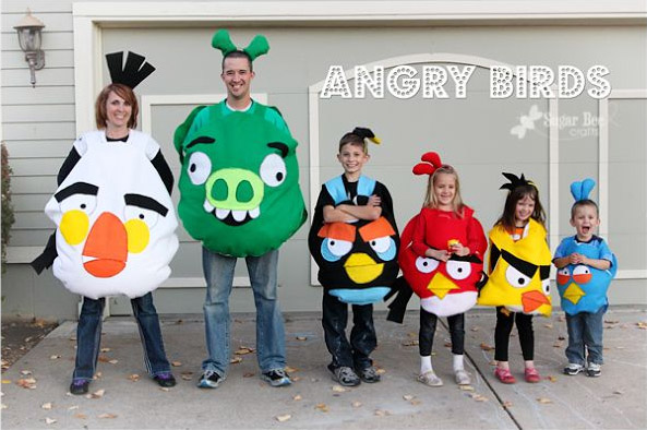 Such a cute family of Angry Birds! {Featured on OneCreativeMommy.com's Couples and Family Halloween Costume Roundup}