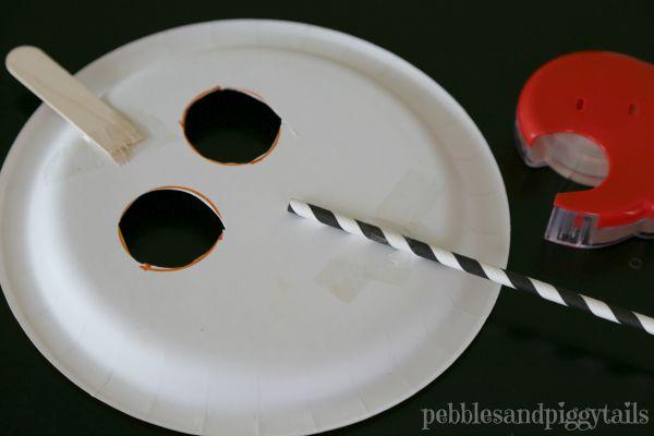 Paper plate pumpkin mask Halloween kids craft -- steps & Easy Paper Plate Pumpkin Mask - onecreativemommy.com