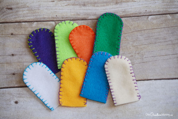 Fun Felt Halloween Finger Puppets! {OneCreativeMommy.com} Blanket stitch