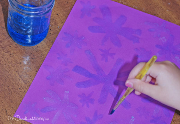 Wow your kids with Epsom Salt Painting! They'll love the crystals that form as the paint dries. {OneCreativeMommy.com} Fun kids science craft idea