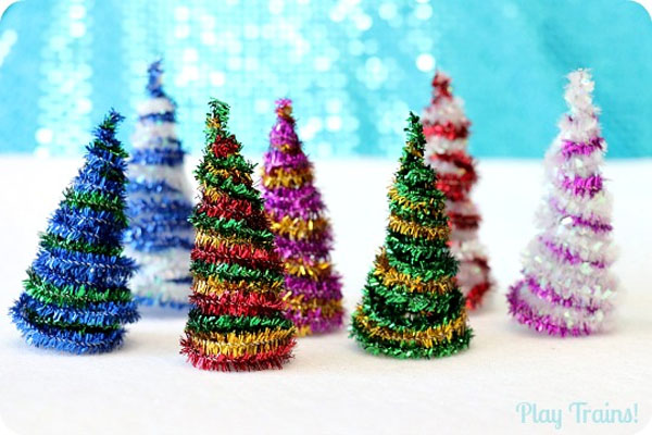 Adorable Pipe Cleaner Christmas Trees Craft | Featured with 29 Awesome Classroom Christmas Party Ideas {OneCreativeMommy.com}