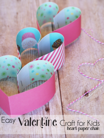 I love these heart shaped paper chains! Such a cute and easy Valentine craft for kids! {OneCreativeMommy} Valentine Crafts