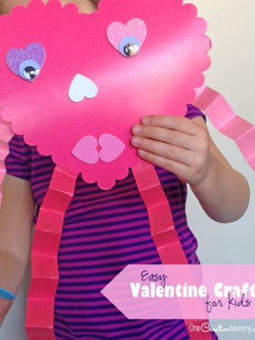 Not crafty? No problem. This Valentine Craft is so easy that anyone can do it! It's perfect for a Valentine Class party! {OneCreativeMommy.com}