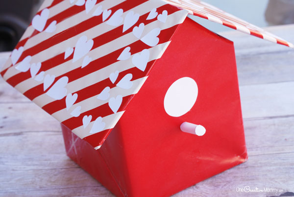 This birdhouse Valentine box is such a fun idea! It's perfect for class parties. {OneCreativeMommy.com}