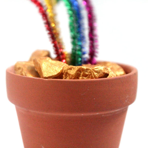 Pot of Gold Craft | Featured in the Best St. Patrick's Day Crafts for Kids Roundup!{OneCreativeMommy.com}