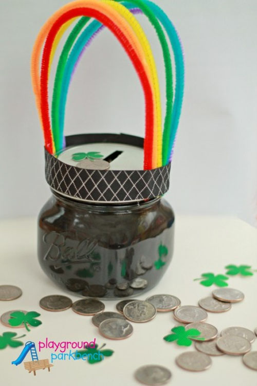 Pot O' Gold Piggy Bank | Featured in the Best St. Patrick's Day Crafts for Kids Roundup!{OneCreativeMommy.com}