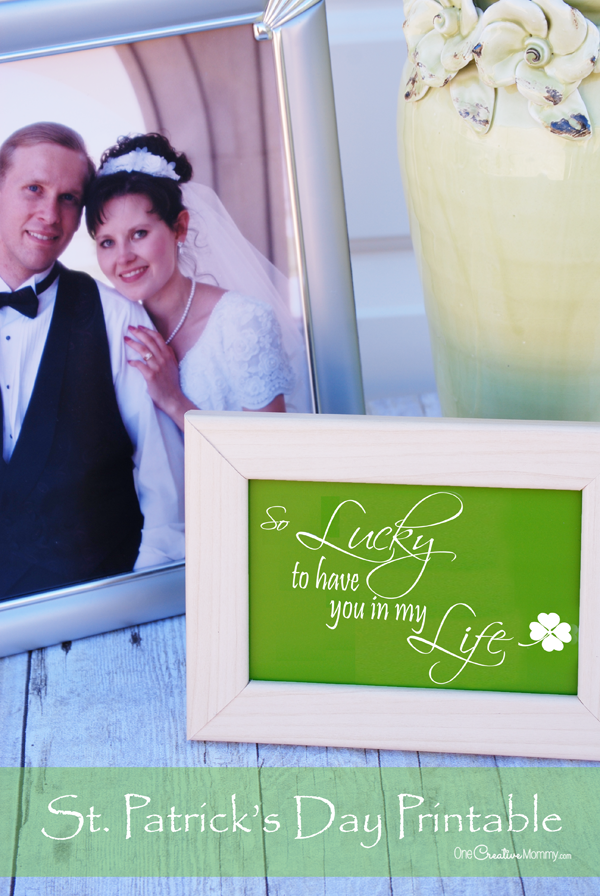 Showcase the people you are lucky to have in your life with this quick and easy St Patricks Day Printable! {OneCreativeMommy.com} St. Patrick's Day Decor Idea