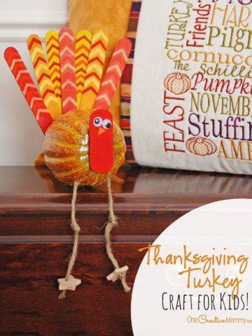 Thanksgiving crafts are so fun! Love these adorable turkeys! {OneCreativeMommy.com} Kids craft and Fall Decor