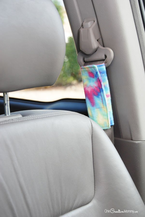 This seat belt hack will save your neck! Keep the seat belt from rubbing your bare skin with these clever DIY Seat Belt Covers! {OneCreativeMommy.com} Seat Belt Shoulder Pads